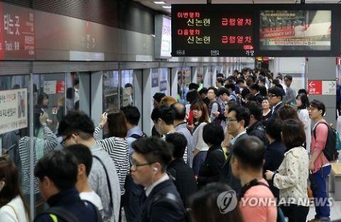 バ韓国の満員電車は人類に耐えられないレベルの悪臭