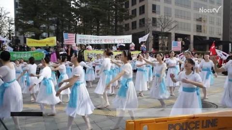 謝罪の踊りを行うバ韓国塵