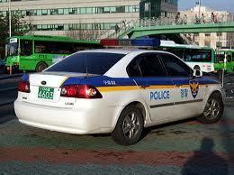 韓国でパトカーを見たら、轢かれないよう注意