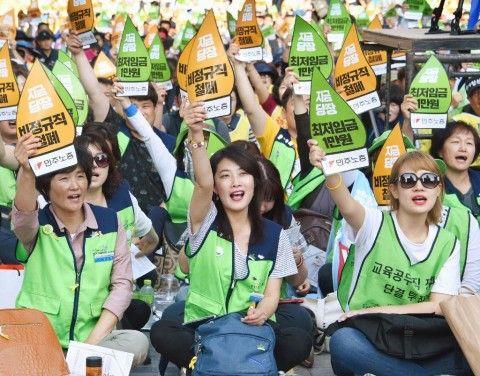 雇用環境の改善を求めるバ韓国塵ども