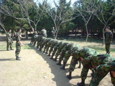 韓国軍の杭打ちといわれる訓練