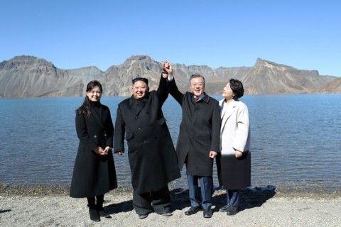 登山しただけで支持率アップのバ韓国・文大統領