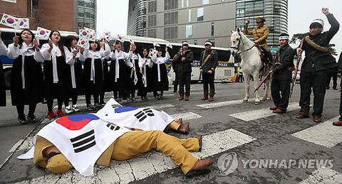 大使館にウンコを投げつけるのはバ韓国塵くらいなもんでしょう