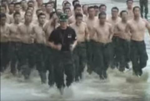死んで笑いを届けてくれるバ韓国の兵士たち