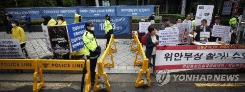 水曜集会の中止を求めるバ韓国塵ども