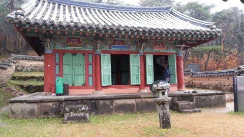 公衆便所と見紛うバ韓国の書院