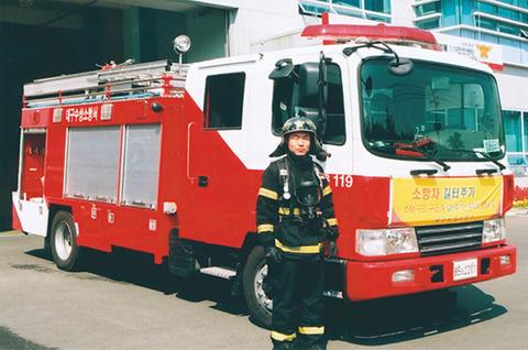 韓国の消防車なんて、扱うのがチョンなので消火能力低そうです
