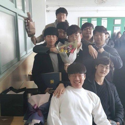 バ韓国の男子高校生