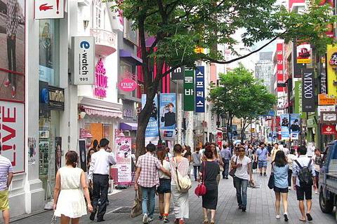 ソウルの街路樹は、夜間に簡易トイレとして利用される