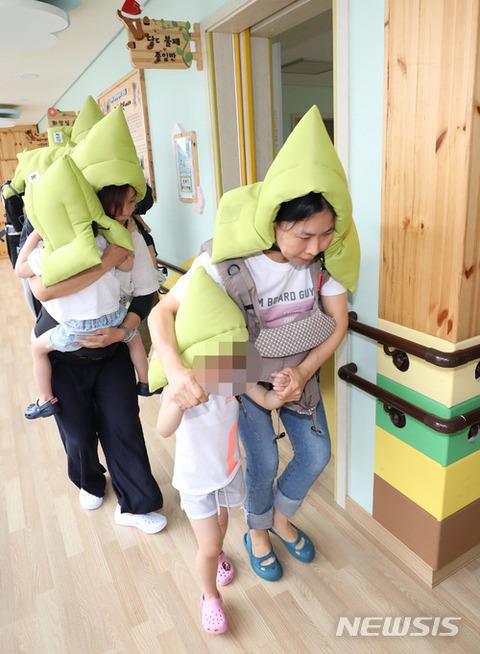 バ韓国の特殊学校で避難訓練