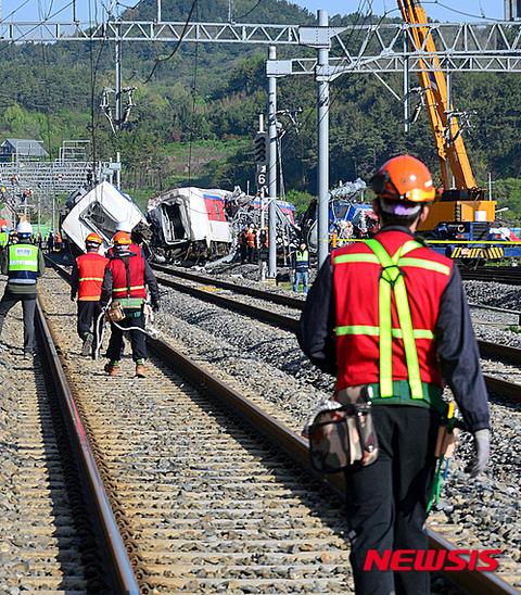 バ韓国・麗水で列車脱線事故発生