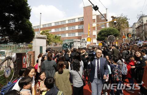 バ韓国の小学校で人質事件発生