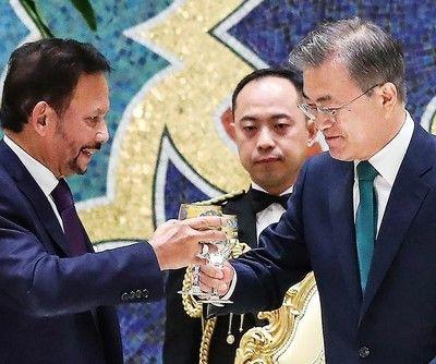 非常識な行為をしまくるバ韓国の文大統領