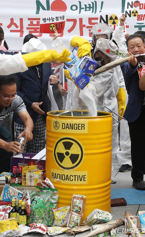 政府に扇動され反日デモを行うバ韓国塵ども