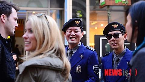 レイプ相手を物色中の観光警察