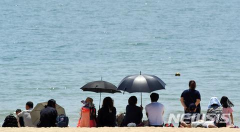 バ韓国塵の分際で海水浴とは