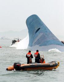 沈没してから救助作業開始とは!