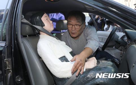 売春婦を車に連れ込む屑チョン