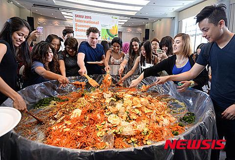 奴隷飯文化を伝播するバ韓国wwww