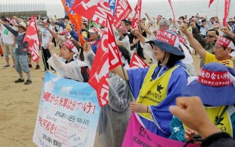 沖縄でのデモ