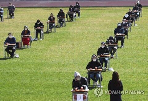 バ韓国で行われた入社試験の様子