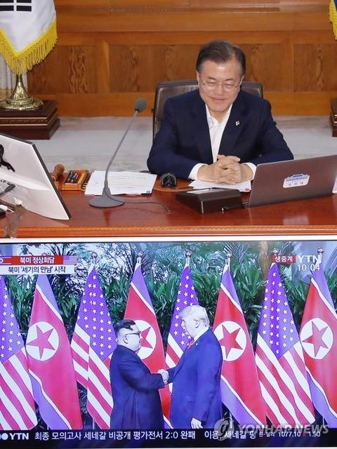 米朝首脳会談をテレビで見るバ韓国のムン大統領