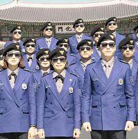 カンナムスタイル制服のソウル観光警察