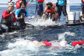船の上で泳いでいただけのキム・ジャンフン