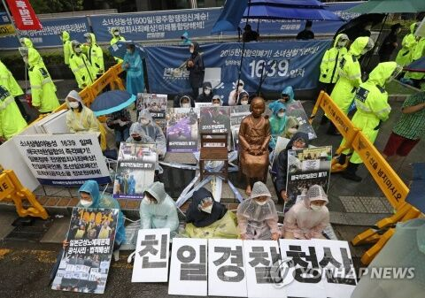 売春婦像を守るのに必死なバ韓国塵ども
