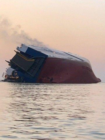 バ韓国・現代自動車の運搬船、転覆す