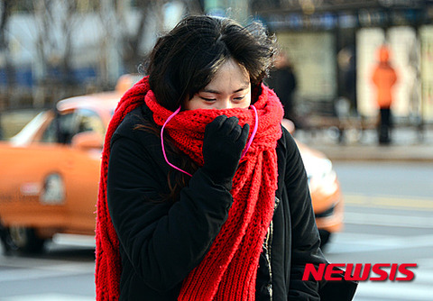 目を閉じながら歩くバ韓国塵のメス