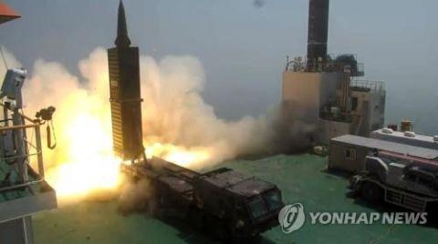 バ韓国軍の地対地ミサイル玄武