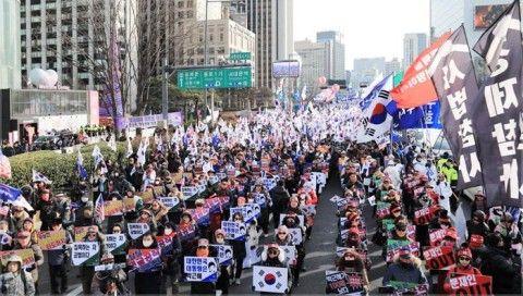 パククネ婆の釈放を訴えるバ韓国塵ども