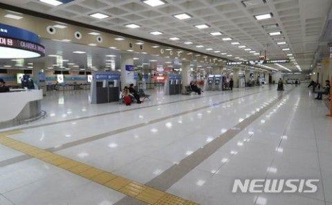 汚水まみれとなったバ韓国・済州国際空港
