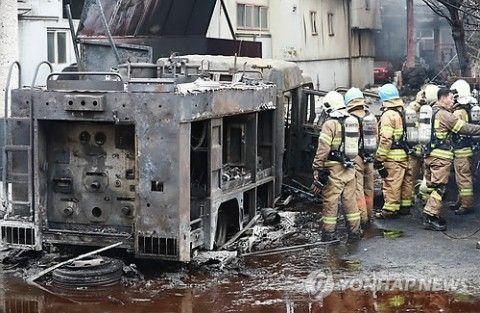 バ韓国では消化活動中に消防車が全焼します