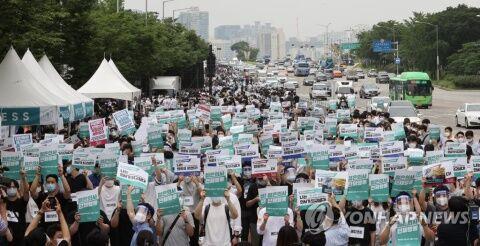 ストライキに突入したバ韓国の医療関係者ども