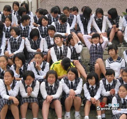 バ韓国の平均的なメス中学生どもwwwwwwwww