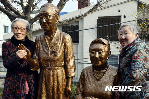 巨顔症のグロい銅像www