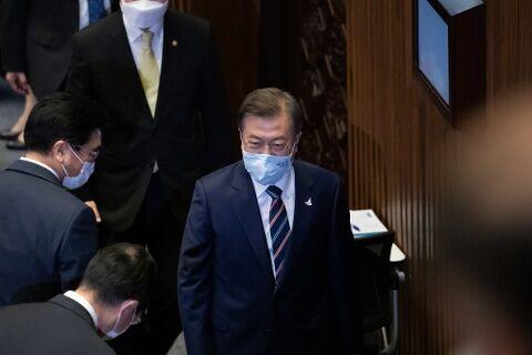 菅首相からの返信を大げさに伝えるバ韓国・文政権