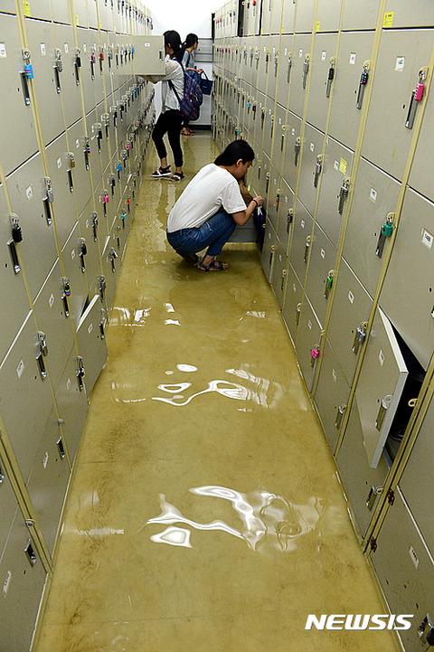 便所水が大好きなバ韓国塵なら無問題