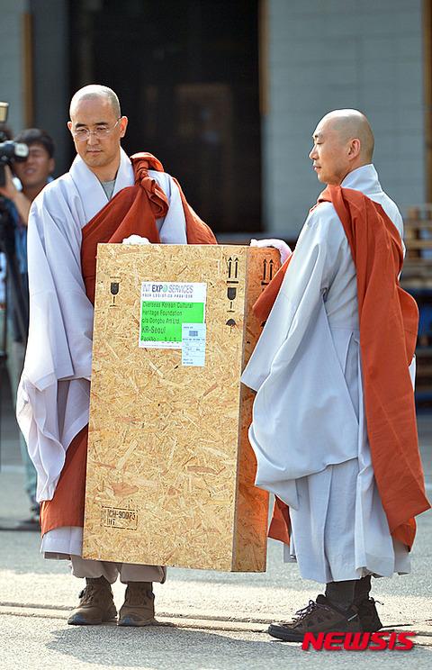 僧侶の格好をしてもサマにならないバ韓国塵