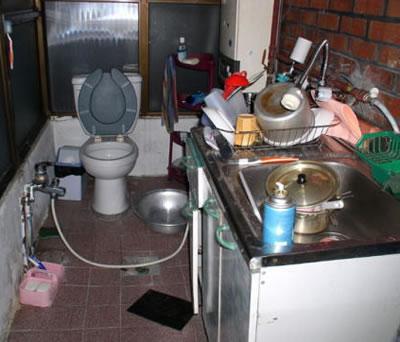 バ韓国では台所とトイレが一体化している