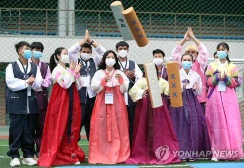 見るからに役立たずww バ韓国に留学した学生ども