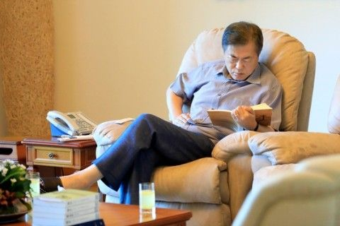 国家の危機になると休暇を取るバ韓国の文大統領