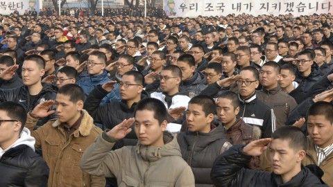 バ韓国軍が兵士に日本製食器を贈呈