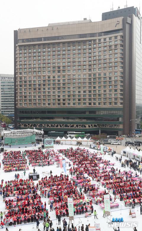 バ韓国恒例ww屋外でキムチ作りイベント