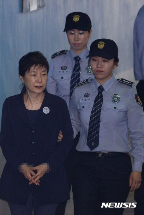 特赦の可能性ゼロ? 一生刑務所入りの可能性が高まったバ韓国前大統領・パククネ婆