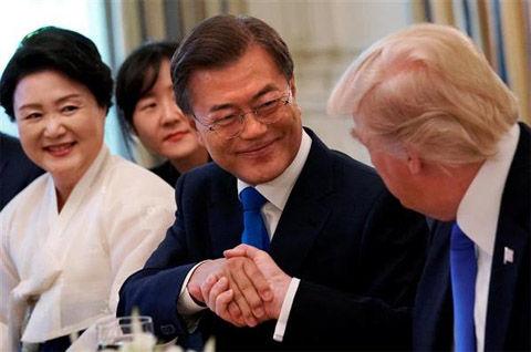アメリカへ4兆円投資するバ韓国の文在寅(ムン・ジェイン)