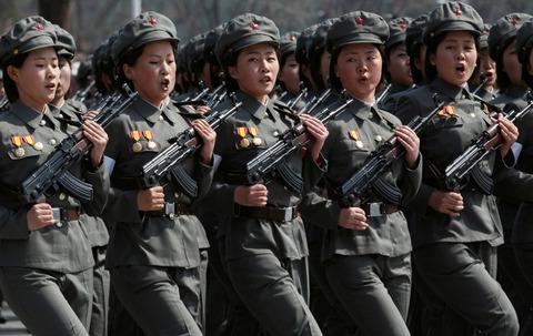 北チョンの女性兵士