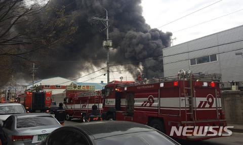バ韓国での工場火災の模様